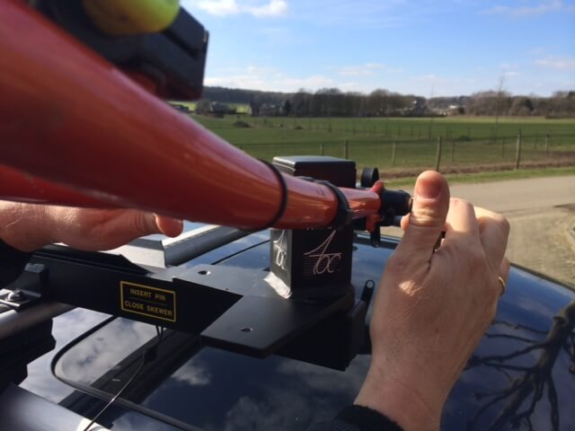 Tandem op auto met topper rack dakdrager