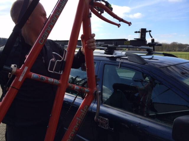 Tandem op dak auto met dakdrager