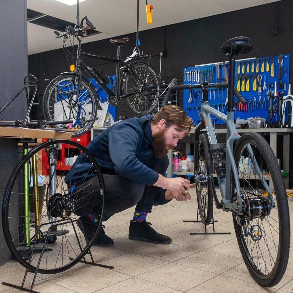 Onderhoud reparatie en ombouw vakantiefietsen, santos fietsen, tandems